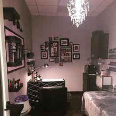 Nail salon design ideas for small spaces studio and spa luxury gallery unique decor of . Home Beauty Salon, Home Nail Salon, Nail Salon Design, Nail Salon Decor, Beauty Salon Decor, Salon Interior Design, Spa Room Decor, Beauty Room Decor, Privates Nagelstudio