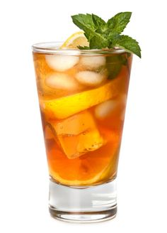Sweet Tea Vodka Kiss - No need for expensive Sweet Tea Vodka brands! Make yourself a lower cost, higher quality version. Just add a KISS to freshly-brewed iced tea along with your favorite vodka. Diet Drinks, Healthy Drinks, Beverages, Eating Healthy, Hcg Recipes, Healthy Recipes, Drink Recipes, Coffee Making Machine, Sweet Tea Vodka