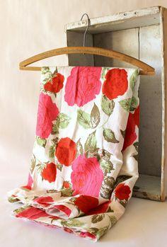 Vintage Fabric Barkcloth.  via Etsy.