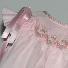 Sweet little girls dress.  Great site for smocking.