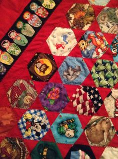 Hexagon Qullt   MY SISTER MADE THIS QUILT.  ITS THE EYE SPY ONE I WAS TELLING YOU ALL ABOUT!!!!