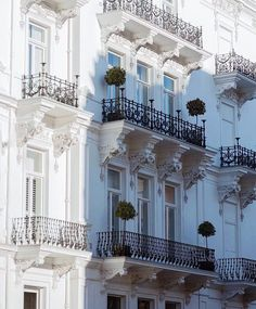 dreaming I will see you I will shop with you by narellemontauban Places To Go, Real Estate, London, Mansions, Architecture, House Styles, Instagram Posts, Goals, Balconies
