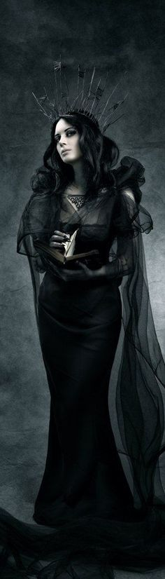COM Gothic queen of the scene Beautiful evil queen-esque outfit Gothic Rock, Dark Gothic, Gothic Art, Dark Beauty, Gothic Beauty, Dark Fashion, Gothic Fashion, Fashion Looks, Style Fashion