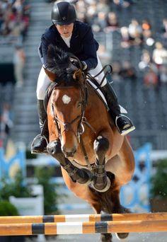 La 4e édition du Saut Hermès attire ce week-end 19 des 20 meilleurs cavaliers mondiaux de saut d'obstacles dans le cadre exceptionnel du Grand Palais, à quelques encolures des Champs-Elysées, à Paris. AFP PHOTO / ERIC FEFERBERG