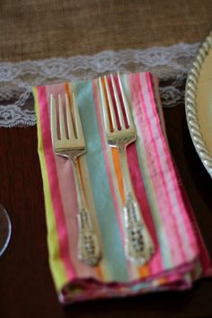DIY double-sided napkins for your spring table!