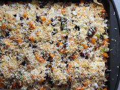 HOMEMADE: RHUBARB CRUNCH RECIPE — Kendra Castillo Rhubarb Muffins, Rhubarb Desserts, Rhubarb Recipes, Popsicle Recipes, Rhubarb Harvest, Healthy Homemade Ranch, Super Nachos, Rhubarb Crunch