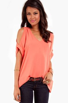 Like the open shoulder tops and that it's loose fitting around the belly. Color is great