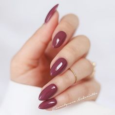There are three kinds of fake nails which all come from the family of plastics. Acrylic nails are a liquid and powder mix. They are mixed in front of you and then they are brushed onto your nails and shaped. These nails are air dried. Cute Nails, Pretty Nails, Sexy Nails, Opi Nails, Stiletto Nails, Dark Nude Nails, Burgundy Nails, Coffin Nails, Nail Polish Colors