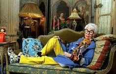 生き方やファッションに「ルールはない。あっても破るだけよ」というアイリスは、90歳を過ぎても常に新しいことを発見し進化することを忘れない。そんな姿勢に教わることが、誰にでもきっとあるはずです。