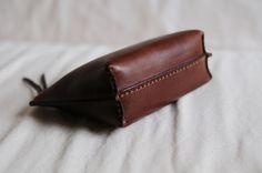 Bolsa de cuero cosida a mano por ArtemisLeatherware en Etsy