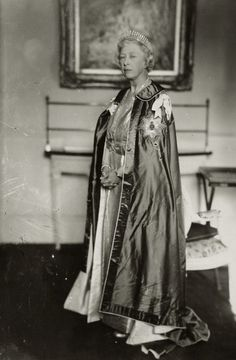 Princess royal Mary, countess of Harewood. 1950s.  She looks alot like the Queen.
