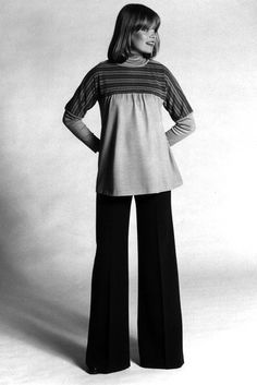 A loose smock top and jeans made a casual maternity look in 1976. More retro maternity wear: http://www.essentialbaby.com.au/photogallery/birth/a-history-of-maternity-wear-20130612-2o50g.html #pregnancy #fashion #vintage