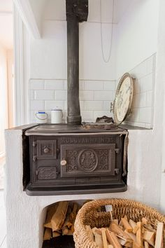 built in stove Küchen Design, House Design, Wood Stove Heater, Pacific Northwest Style, Vintage Stoves, Antique Stove, Victorian Kitchen, Scandinavian Cottage, How To Antique Wood