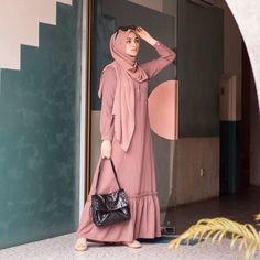 Hijab Dress Party, Hijab Style Dress, Modest Fashion Hijab, Street Hijab Fashion, Muslim Fashion, Fashion Outfits, Muslimah Clothing, Moslem, Modele Hijab