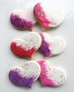 Painted heart pretties #whippedbakeshop #fishtown #fishtown_philly #heartcookies #valentine #valentinecookies #valentinesday #paibtedcookies #goldflecked