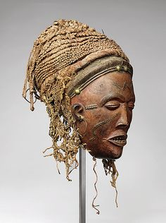 Pwo mask     Chokwe peoples Angola 1820    Private collection      exhibition heroic africans - metropolitain museum of art