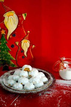 ΟΙ ΠΙΟ ΑΦΡΑΤΟΙ ΚΟΥΡΑΜΠΙΕΔΕΣ ΤΗΣ ΓΙΑΓΙΑΣ ΕΙΡΗΝΗΣ Xmas Food, Christmas Baking, Christmas Cookies, Christmas Time, Christmas Recipes, Greek Sweets, Greek Desserts, Greek Recipes, Cake Mix Cookie Recipes
