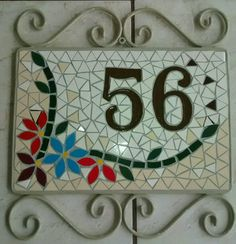 Numero em mosaico Mosaic Garden Art, Mosaic Diy, Mosaic Glass, Stained Glass, Mosaic Projects, Projects To Try, Mosaic Madness, Mosaic Patterns, House Numbers