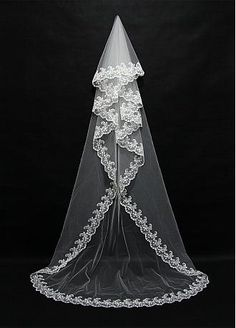 Buy discount In Stock Elegant Tulle Wedding Veil With Lace Applique Edge at Dressilyme.com
