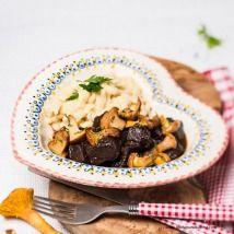 Gamsragout mit Eierschwammerl und Spätzle Kraut, Beef, Food, Meat, Goulash, Easy Meals, Essen, Meals, Yemek