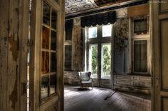 Zniszczony, Pokój, Fotel