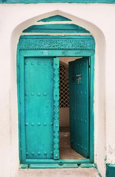 My name is Jeannie, and my favorite color is aqua. Cool Doors, The Doors, Unique Doors, Windows And Doors, Teal Door, Turquoise Door, Shades Of Turquoise, Bleu Turquoise, Azul Tiffany