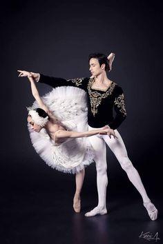 <<Ekaterina Kuhar and Alexander Stoyanov.(The National Opera of Ukraine (Kiev); Nutcracker Costumes, Ballet Costumes, Dance Costumes, Male Ballet Dancers, Dance Ballet, Mens Tunic, Dance Tights, Ballet Photos, Dance Poses