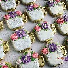 Cutter from and using stencils from polka dot & medallion with gold iridescent airbrush for a subtle shine . Mother's Day Cookies, Fancy Cookies, Iced Cookies, Cute Cookies, Royal Icing Cookies, Cookies Et Biscuits, Sugar Cookies, Baking Biscuits, Cupcakes
