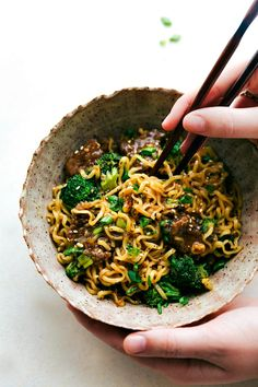 The best way to enjoy beef and broccoli -- over ramen noodles! A delicious and easy 30 minute dinner recipe! via chelseasmessyapron.com