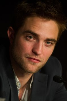 Cosmopolis Photoshoot And Press Conference :: RobertPattinsonpcon05.jpg picture by ROBsessedBlog2 - Photobucket