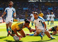 Austràlia 65-3 Uruguai #RWC2015 #AUS vs #URU #StrongerAsOne vs  #VamosTeros / Uruguay's defence is unable to prevent Joseph Tomane scoring Australia's second try at Villa Park
