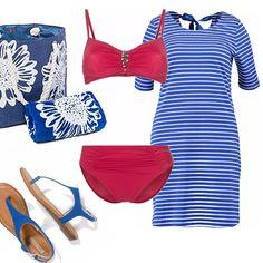 Tutto quello che serve per una giornata di mare: vestitino a righe blu e bianche, bikini con piccolo decoro sullo scollo e vita alta, comode infradito, borsa e telo blu.