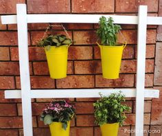 Pabla en casa: Easy DIY plant stand.  Great way to add a punch of color to your patio!