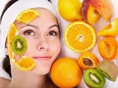 Effet des acides de fruits sur la peau:  Les AHA-BHA sont des actifs puissants (acide salicylique, acide glycolique et acide lactique) et qui s'intègrent à diverses préparations cosmétiques. On les trouve dans des sérums, des crèmes, des lotions, ou bien à l'état brut, à mélanger soi même dans ce que l'on veut.