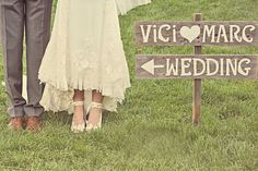 Diese Vintage Hochzeit war etwas ganz Außergewöhnliches. Es war einfach alles perfekt. Ein total verliebtes Traumpaar, eine wunderschöne Location und aufwendig gestaltete Retro Dekoration.