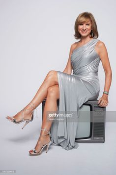 News Photo : Tv presenter and journalist Fiona Bruce is. Lovely Legs, Great Legs, Holly Willoughby Legs, Fiona Bruce, Bbc Presenters, Celebrity Boots, Tv Icon, Tv Girls, Beautiful Blonde Girl