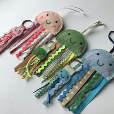 Crafts To Do, Felt Crafts, Fabric Crafts, Crafts For Kids, Sewing Toys, Sewing Crafts, Deco Marine, Christmas Craft Fair, Handmade Stuffed Animals