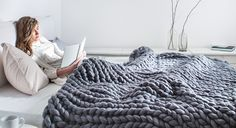 Handmade super chunky blankets made with finest merino wool. Buy blankets, knitwear, knitted decor, yarn and more arm knitting supplies.