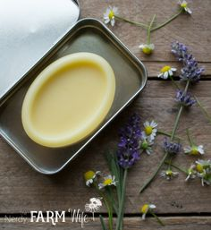 Have a bountiful crop of lavender from your garden, local farmer's market or a trip to a lavender farm, but not sure what to do with it? Here are 10 useful and pretty things that you can make with tha Lip Scrub Homemade, Lip Balm Recipes, Homemade Face Masks, Lotion Bars, Cocoa Butter, Health And Nutrition, Skin Care Tips, The Balm, Lavender Ideas