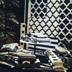 @amandasalim   Novo espaço Black Blue and White da by Kamy  #bykamy #tapetes #design #decoracao #outbykamy