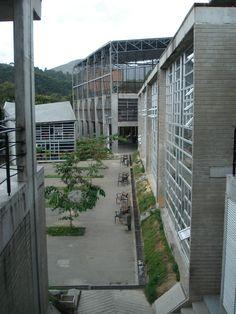 Colegio Las Mercedes. Año de construcción: 2008Ciudad: Medellín, Antioquia, Colombia. Cliente: Empresa de Desarrollo Urbano - EDU