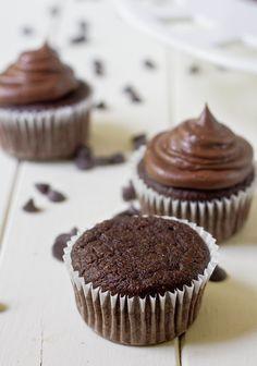 paleo chocolate cupcakes unfrosted
