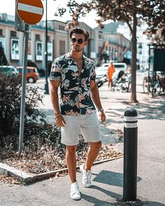 men's street style outfits for cool guys Stylish Men, Men Casual, Casual Ootd, Casual Sneakers, Mode Man, Hawaii Outfits, Vacation Outfits, Men's Beach Outfits, Herren Outfit