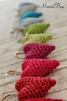 Häkelherzchen -diy idee zum verschenken nähen амигуруми, вязание крючком un Crafts For Teens, Crafts To Sell, Diy And Crafts, Knitting Patterns, Crochet Patterns, Craft Wedding, Craft Videos, Crochet Projects, Sewing Crafts