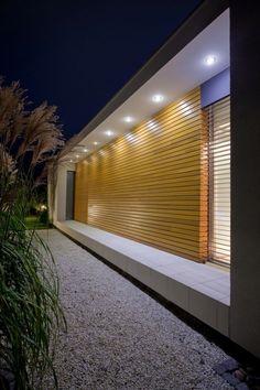 Arquitetura Moderna com iluminação, alvenaria e madeira!