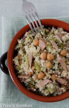 Cous cous tuna and chickpeas Cold Dishes, Couscous Recipes, Food Humor, Low Carb Diet, Light Recipes, Italian Recipes, Food Inspiration, Food And Drink, Healthy Eating