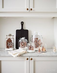 Make Edible Snow Globes. Picture taker: Angus Fergusson Designer: Morgan Michener And Joel Bray Gingerbread Village, Christmas Gingerbread, Noel Christmas, All Things Christmas, Winter Christmas, Xmas, Christmas Music, Handmade Christmas, Farmhouse Christmas Decor