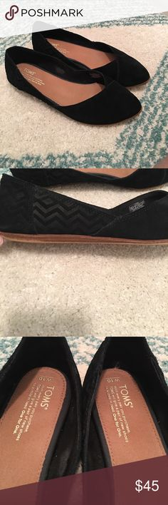 TOMS Black Suede Jutti Flats 🖤 Suede with a tone on tone chevron detail.  I've worn a few times and there's a small nick of the front (shown) LOVE these but I purchased from a fellow posher and they are a tad small so my loss is your gain!!  ⚡️ all offers considered ⚡️ Toms Shoes Flats & Loafers