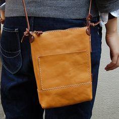 ショルダーポシェット(CP-37) Leather Purses, Leather Bag, Leather Totes, Sandro, Purse Patterns, Leather Design, Backpack Bags, Satchel, Crossbody Bags