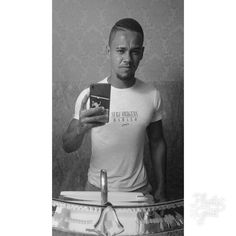 """"""" Nas grandes batalhas da vida, o primeiro passo para a vitória é o desejo de vencer!  """" #mahatmagandhi 📝  #autohash #Salvador #Brazil #StateofBahia #people #portrait #monochrome #illustration #military #wear #print #retro #music #bestsong #athlete #inbiancoenero #blancoynegro ⚫️⚪️"""